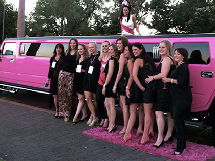 Transporte de limousine (Hummer cor-de-rosa)