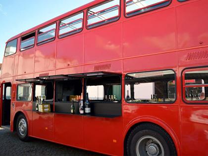 Transporte em festa de autocarro panorâmico (dois andares)